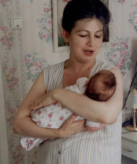 нести спящего ребенка сонник на руках